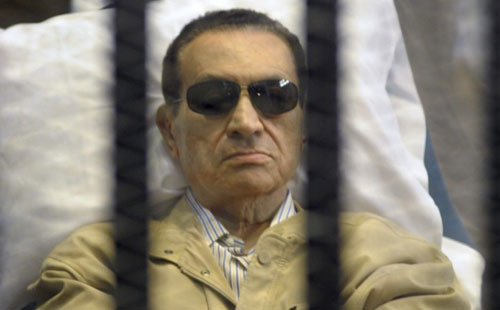 File picture of ousted Egyptian president Hosni Mubarak shows him sitting inside a cage in a Cairo courtroom during his verdict hearing.(AFP)