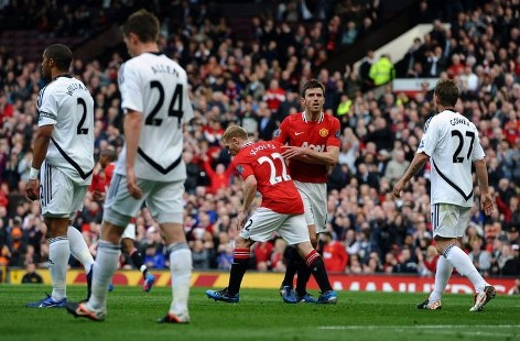 United takes title race to wire